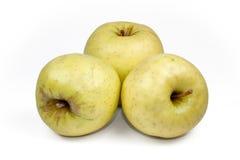 Gehele groene die appel en helft met blad op witte achtergrond als element van het pakketontwerp wordt de geïsoleerd Stock Foto
