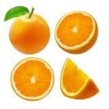 Gehele oranje die fruit en plakken op witte achtergrond wordt geïsoleerd Stock Afbeeldingen