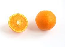 Gehele oranje en halve sinaasappel Stock Foto