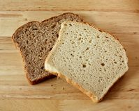 Gehele Tarwe en gluten-Vrij Brood Royalty-vrije Stock Foto's