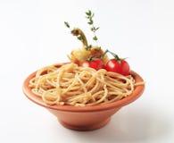 Gehele tarwespaghetti stock afbeelding