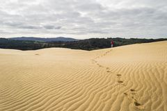 Gehen auf die Sanddünen Stockbild