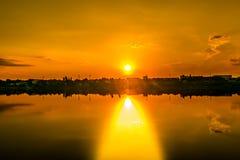 Gehen bei dem Sonnenuntergang Stockbilder