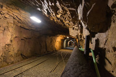 Gehen das alte verlassene Bergwerk Lizenzfreie Stockfotos