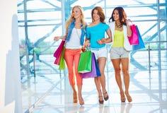 Gehen in das Mall Lizenzfreie Stockfotografie