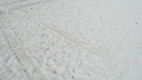 Gehen in den Sand stock video footage