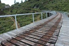 Gehen die alte Trainerstraße Bahnbrücke in Ohakune Stockbild