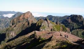 Gehen in die Berge lizenzfreie stockbilder