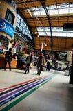 Gehen in die Station Stockfoto