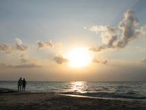 Gehen durch das Meer Stockfotos