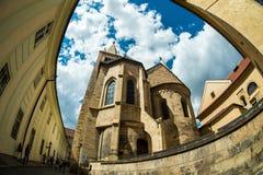 Gehen durch die Straßen von Prazsky-hrad die alte Stadt stockfotos