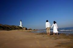 Gehen entlang den Strand Stockbild