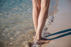 Gehen entlang die Seeküste Lizenzfreie Stockfotografie