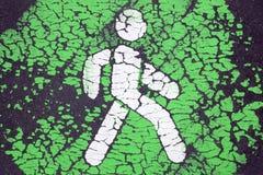 Gehen grünes und Fußgängerprioritätskonzept lizenzfreie stockbilder