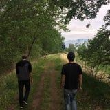 Gehen hinunter szenische Kamloops-Spur mit meinen Freunden Lizenzfreies Stockbild
