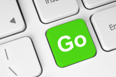 Gehen Knopf auf Tastatur grüner Stockbild