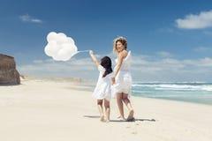 Gehen mit Ballons Lizenzfreie Stockfotografie