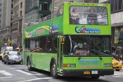 Gehen NY-Ausflug Hopfen auf Hopfen weg vom Bus in Manhattan Stockfoto
