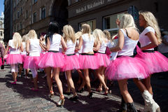 Gehen Parade in Riga blonde Stockbild