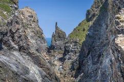 Gehen um den Küstenweg zum Stepperpunkt Cornwall Großbritannien Lizenzfreie Stockbilder