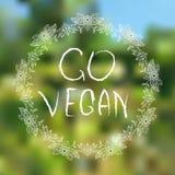 Gehen Vegan Hand-skizzierte typografische Elemente auf blured Hintergrund stockfotos