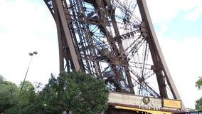 Gehen vor Notre Dame stock footage