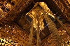 Gehen vor Notre Dame Stockfoto