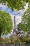 Gehen vor Notre Dame Lizenzfreies Stockbild