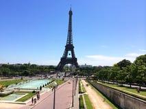 Gehen vor Notre Dame Landschaftsansicht des Eiffelturms Paris frankreich Stockfotografie