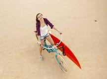 Gehen zu surfen stockbild