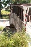 Gehende Brücke, die den Red River überspannt stockbilder