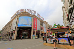 Gehende Einkaufsstraße Zhongshan-Straße, luftgetrockneter Ziegelstein rgb Lizenzfreies Stockfoto