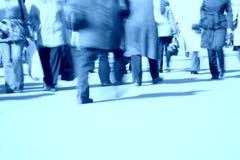 Gehende Fahrwerkbeine blau stockfoto