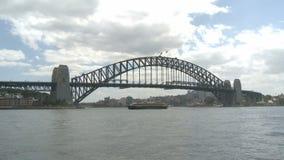 Gehende Hafenbrücke stock video