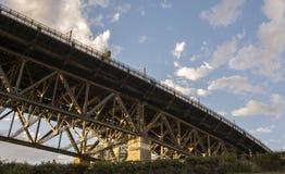 Gehende Hafenbrücke Stockfoto