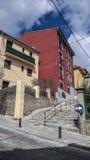 gehende leere Straßen von EL Escorial stockbild