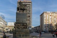 Gehende Leute an König Milan Square in der Stadt von Nis, Serbien Lizenzfreie Stockbilder