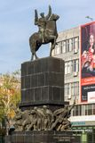 Gehende Leute an König Milan Square in der Stadt von Nis, Serbien Stockfotos