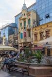 Gehende Leute an König Milan Square in der Stadt von Nis, Serbien Lizenzfreie Stockfotos