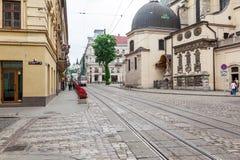 Gehende Straße in der alten Stadt Stockfotos