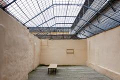 Gehender Bereich der Gefangenen im Gefängnis Lizenzfreie Stockfotos