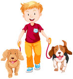 Gehender Junge zwei Hunde Lizenzfreie Stockbilder