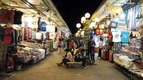 Gehender Straßennachtbasar im Chiang Mai, Thailand stockbilder