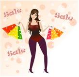 Gehendes Lächeln der Frauenkäuferholding-Einkaufenbeutel glücklich und froh in in voller Länge auf rosafarbenem Hintergrund Lizenzfreies Stockfoto