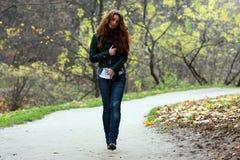 Gehendes Mädchen Stockfoto
