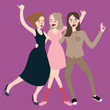 Gehendes zusammen lachen der Mädchen haben Spaßfreundschaft Lizenzfreies Stockbild
