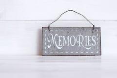 Geheugen op metaalplaat die wordt geschreven Royalty-vrije Stock Foto's