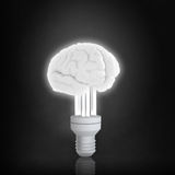 Gehirnbirne in der Dunkelheit Lizenzfreie Stockbilder