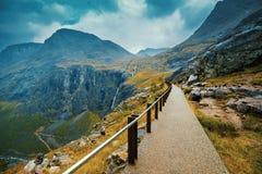 Gehweg auf dem Berg Stockbilder