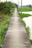 Gehweg in der Ufergegend Khlong Preng Chachoengsao Thailand Stockfotos